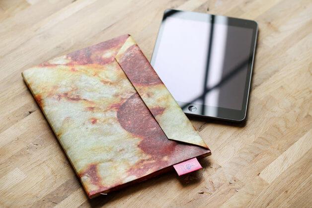 Dünnes Tablet Cover als Briefumschlag – iPad Pizza