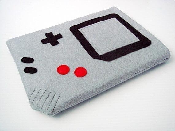 Nerdige iPad Sleeves aus Filz – Nintendo Gameboy
