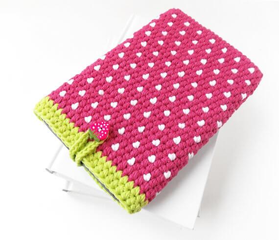 Gehäkelte iPhone Hülle aus Wolle – Erdbeere