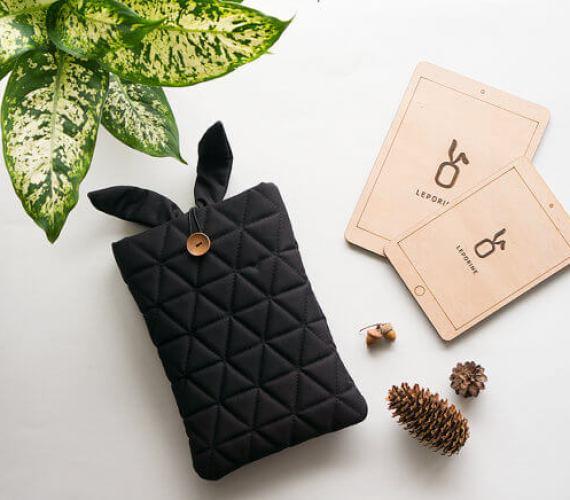 Multifunktionale Tablet-Hülle – schwarz mit Ohren