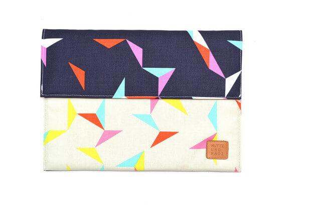 Tablet Sleeve aus Handarbeit – geometrisches Muster