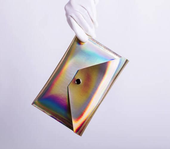 Tablet-Hülle mit holographischem Effekt – schimmert gold
