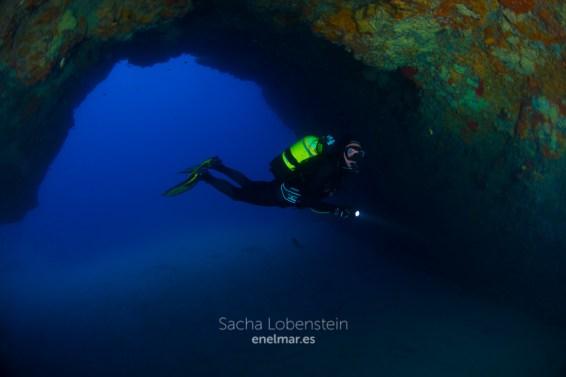 20170626-1026-SachaLobenstein-enelmar.es-Playa Chica < Puerto del Carmen-2