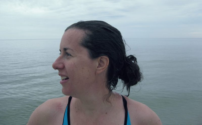 EnEmilia på stranden sommar