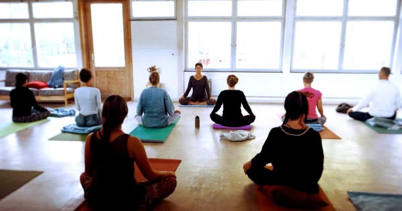 Yoga med Leona Ross