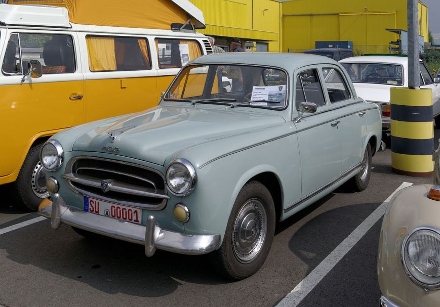 véhicule anciens a restaurer