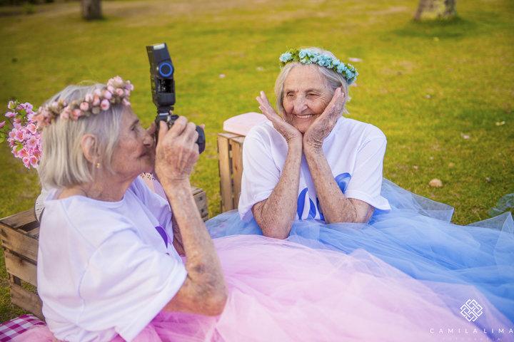 06 - Dvojčata oslavila svých 100 let jako za mlada