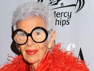 Modelka ve svým 97 letech podepsala novou smlouvu.