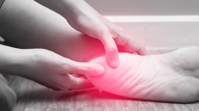 Pro patní ostruhu je charakteristická intenzivní a velmi ostrá bolest.