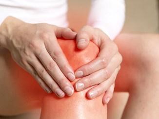 Bolesti v kolenou nejčastěji souvisí s artrózou: Jak je léčit?