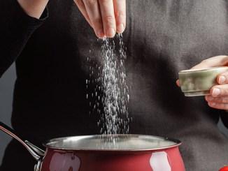 Sůl ve velkém množství poškozuje naše zdraví.