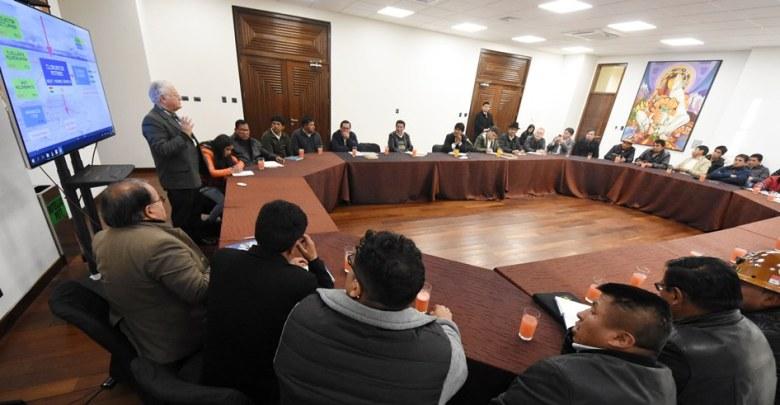 Photo of Conformarán comisión para analizar plan de industrialización del litio en Potosí
