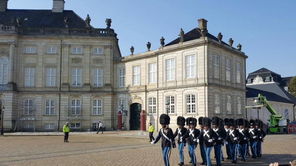 Vagtskifte med livgarden på Amalienborg