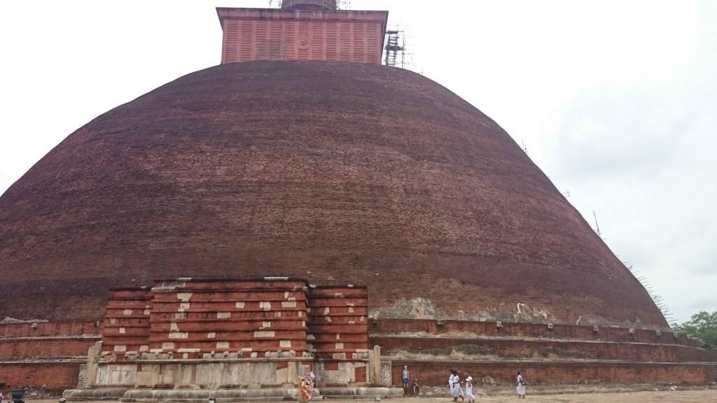 Anuradhapura_Stupa_1