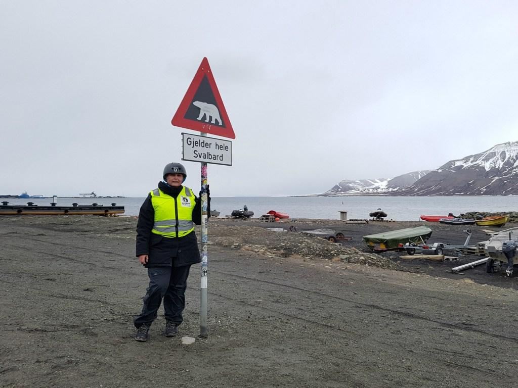 Longyearbyen_isbjoern_skilt