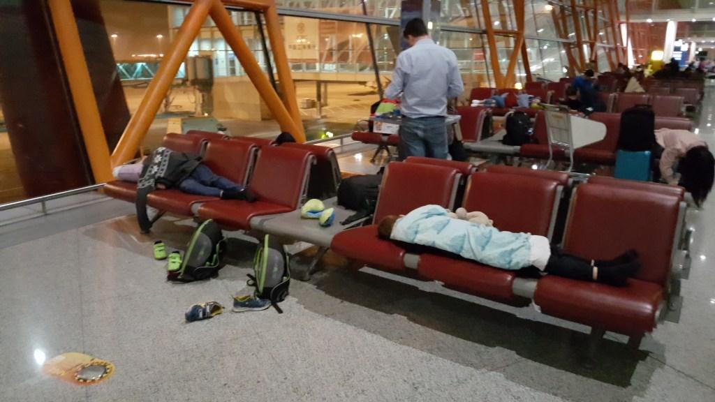Transit_i_Beijing_lufthavn_sove