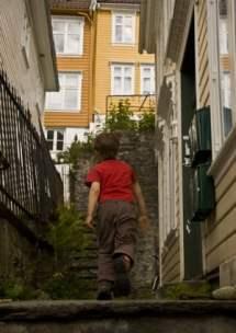 enfant--à Bergen-Norvège voyage en famille