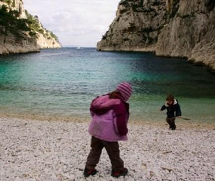 enfants-à-la-plage-de-calanque-d'En-Vau-marseille