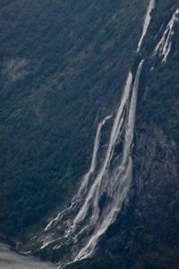 cascade-des-7-soeurs-sur-Geirandgerfjord-Norvège-voyage-famille