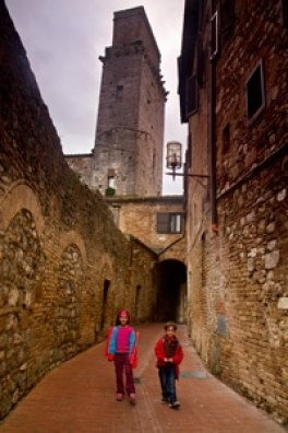 visite-voyage-village-enfant-famille-à-san-Gimignano-Toscane-Italie