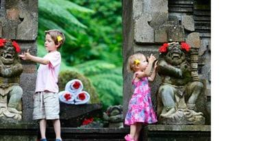 enfant-Indonésie-voyage-famille-visite-temple-guide-info