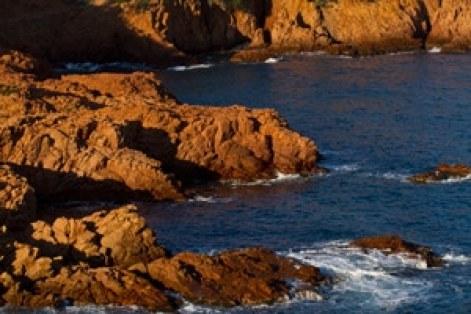 voyage-enfant-esterel-famille-randonnée-cap-dramont-mer
