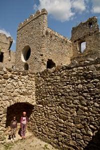 enfants-au-château-de-Beckov-Slovaquie-voyage-famille-enfant-guide-info