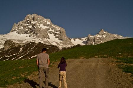 Aravis-alpes-escapade-topo-enfant-randonnée-famille-guide