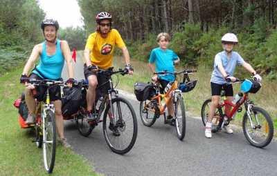 enfant-et-parent,-famille-en-vélo-canal-du-midi