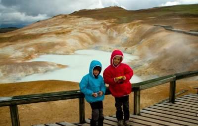 volcan-krafla-en-islande-avec-enfants