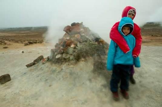 volcan islande Hverir enfant