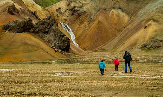 Landmannalaugar-enfant-randonneur-islande