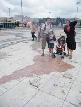 famille-voyage-sac-à-dos