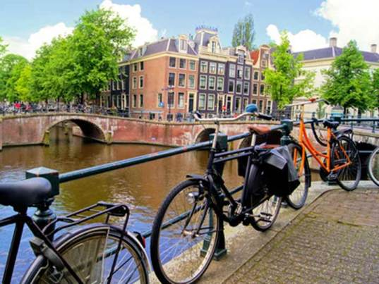 Amsterdam avec enfants en famille-canaux-vélo