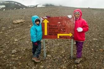 randonnée kerlingarfjöll-islande-enfant-randonneur-panneau