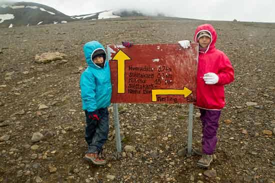 kerlingarfjöll-islande-enfant-randonneur-panneau