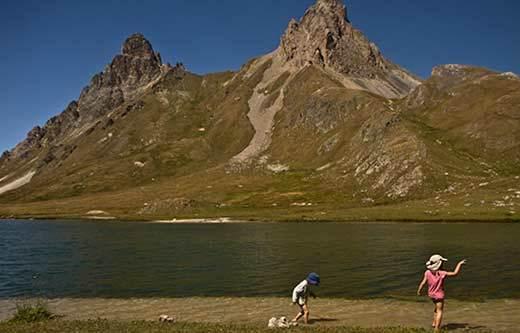 alpes-bivouac-enfant-lac-cerces