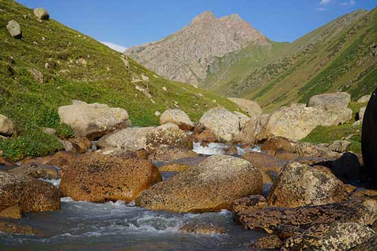 Kirghizistan-paysage-montagne