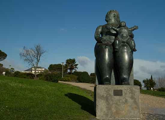 Parc-Eduardo-VII-statue-lisbonne avec enfants en famille