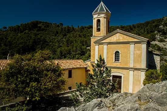 Peillon-église-village-arrière-pays-niçois