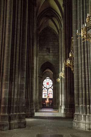 intérieur-cathédrale-clermont-ferrand