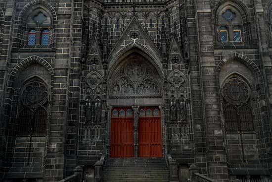 porche-cathédrale-clermont-ferrand