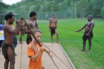 australie-enfant-aborigène-vers-cairns