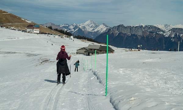 enfant-en-ski-de-fond-station-du-semnoz-haute-savoie