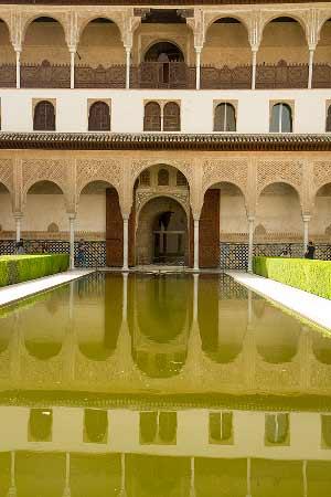 bassin-palais-nasrides-Alhambra-Grenade cour des myrtes