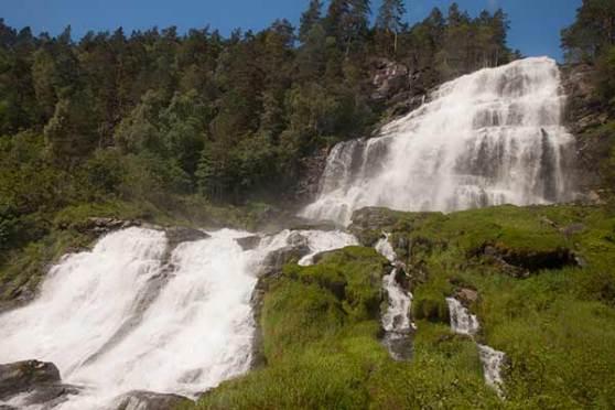 cascade norvège en famille