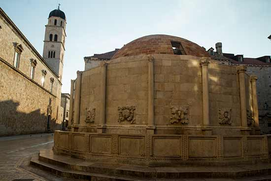 Dubrovnik-Croatie-visite-fontaine