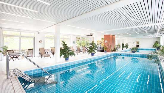 hotel-familiale-foret-noire-avec-piscine