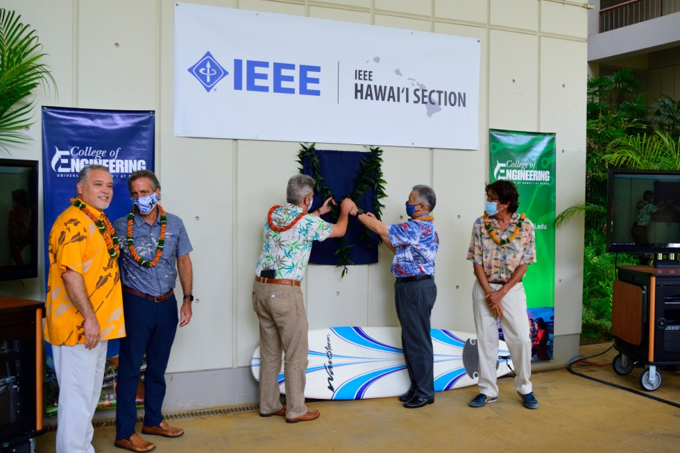 Governor Ige And President Lassner Unveil The IEEE ALOHAnet Dedication Plaque.