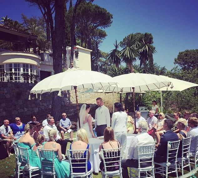 Circular seating for wedding